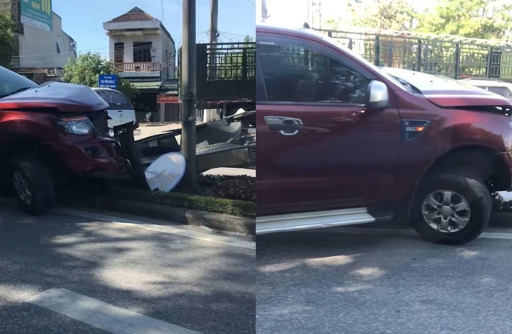 Chiếc xe bán tải Ford Ranger vỡ nát đầu xe và bung túi khí