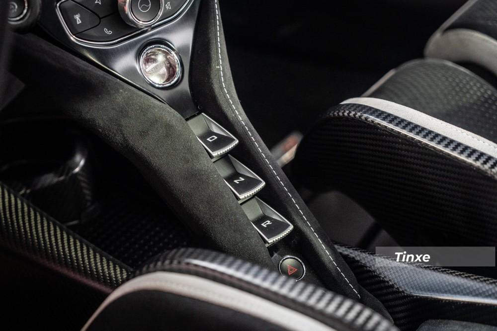 Toàn bộ sức mạnh của khối động cơ khủng này trên McLaren 765LT sẽ chạy qua hộp số ly hợp kép bảy tốc độ đã có các tinh chỉnh làm cho việc sang số nhanh hơn 15% so với đàn anh.