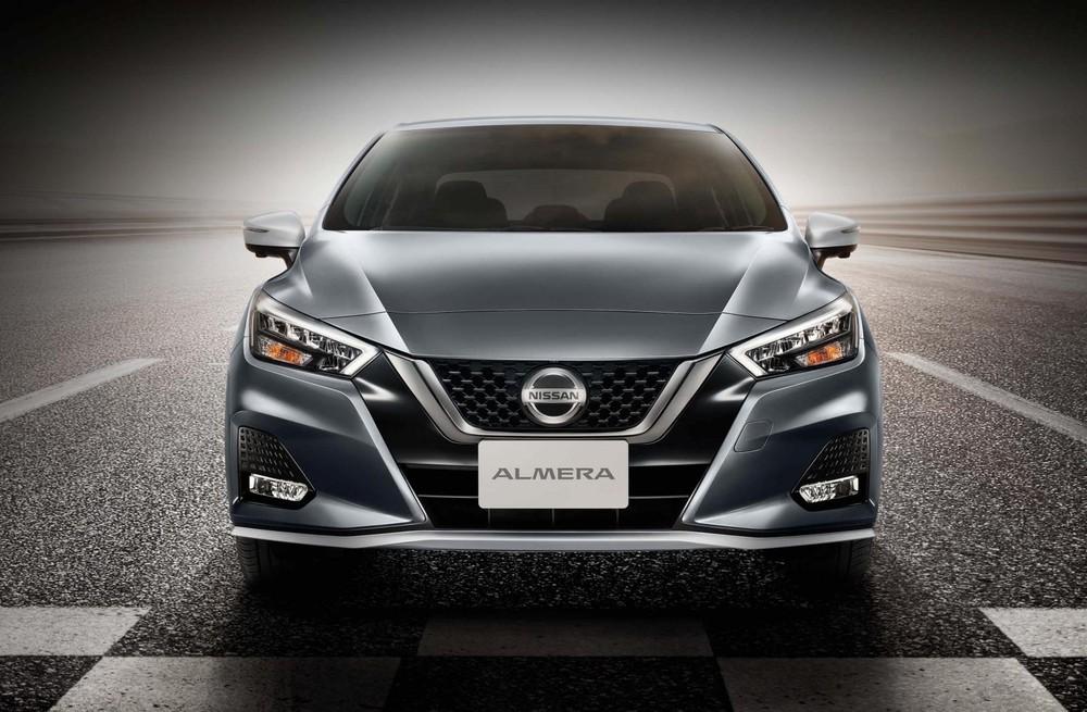 Cận cảnh thiết kế đầu xe của Nissan Almera Sportech 2021