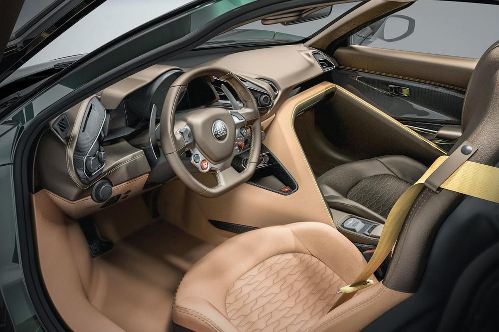 Nội thất của Touring Superleggera Arese RH95