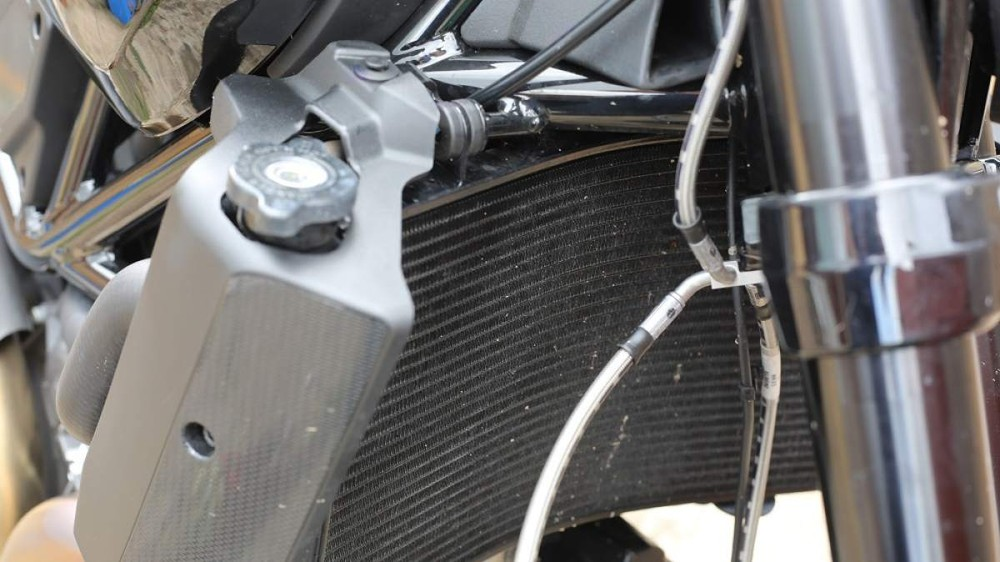Sôi két nước, tắt máy đột ngột do quá nhiệt xảy ra nhiều trên xe mô tô phân khối lớn trong mùa hè
