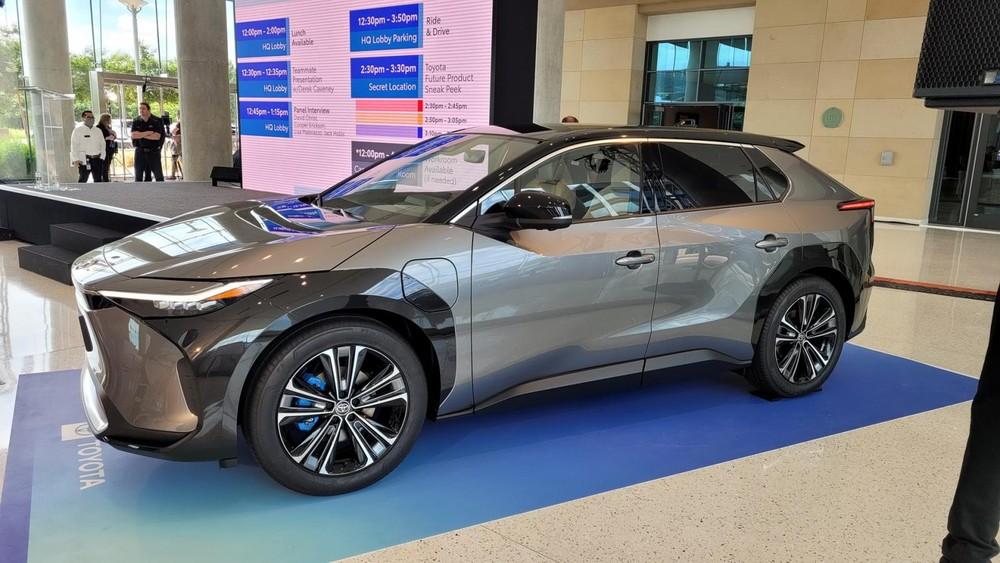Toyota bZ4X được trưng bày trong sự kiện ra mắt xe tại bang Texas, Mỹ