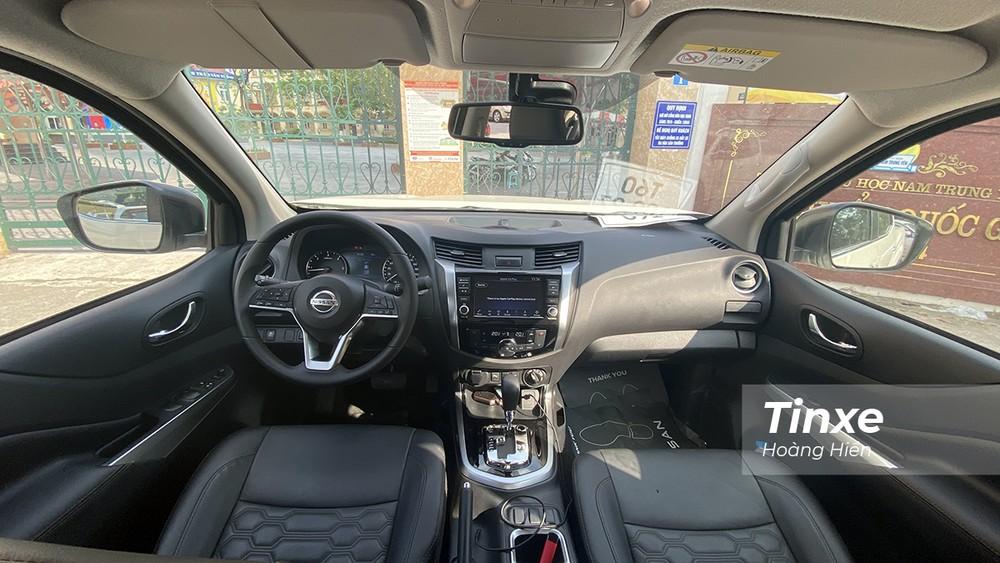 Thay đổi lớn nhất của Nissan Navara 2021 chính là ở vô-lăng, màn hình phía sau và ghế da mới.