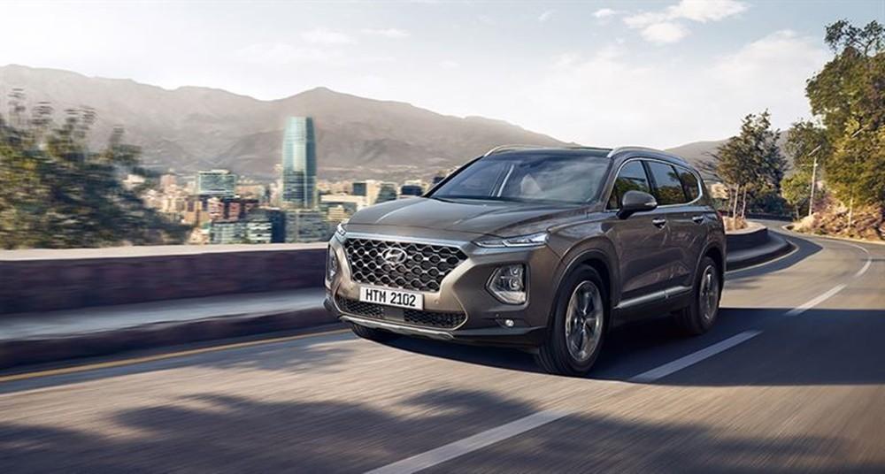 Hyundai Santa Fe2021 sở hữu phong cách thiết kế mới, hiện đại và mạnh mẽ hơn.