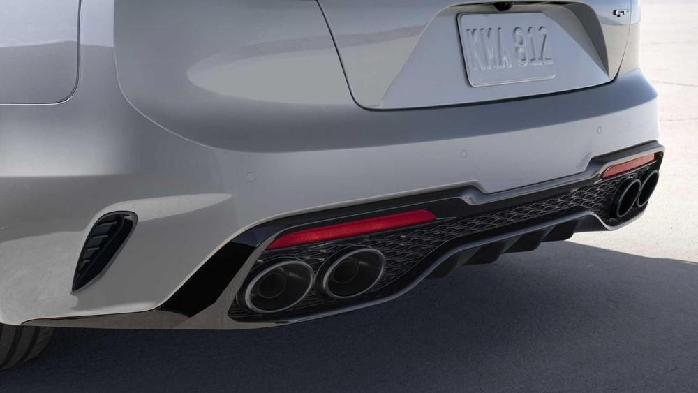 Đầu ống xả màu đen của Kia Stinger Scorpion Special Edition 2022