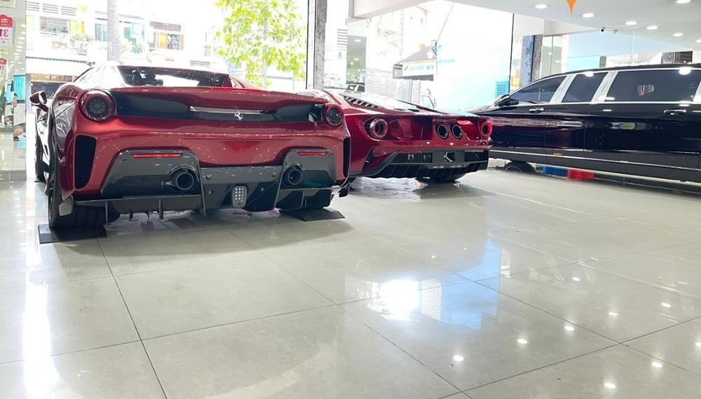 Bức ảnh này gây choáng giới mê xe trong nước vì sự chịu chơi của ông chủ công ty nhập khẩu tư nhân này. Trong ảnh là Ferrari 488 Pista Spider, Ford GT và Mercedes-Maybach S650 Pullman