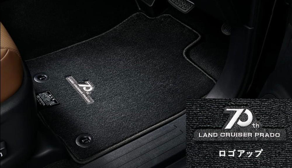 Thảm sàn tùy chọn của Toyota Land Cruiser Prado 70th Anniversary 2021