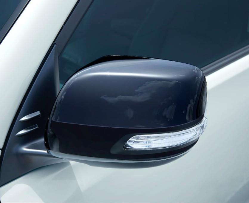 Vỏ gương ngoại thất của Toyota Land Cruiser Prado 70th Anniversary 2021