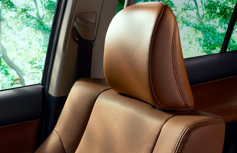 Nội thất của Toyota Land Cruiser Prado 70th Anniversary 2021 được bọc da màu nâu nhạt