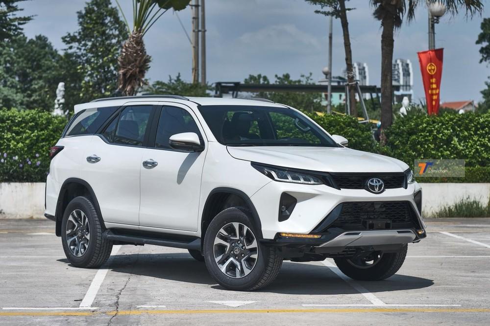 """Không có khuyến mãi lớn để """"đánh đu"""" cùng Ford Everest, Toyota Fortuner liên tục thất thế trong vài tháng gần đây."""