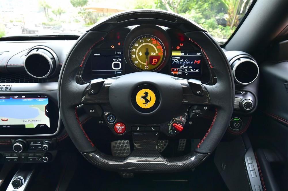 Vô lăng của Ferrari Portofino M có nút Manettino trang bị đến 5 chế độ lái