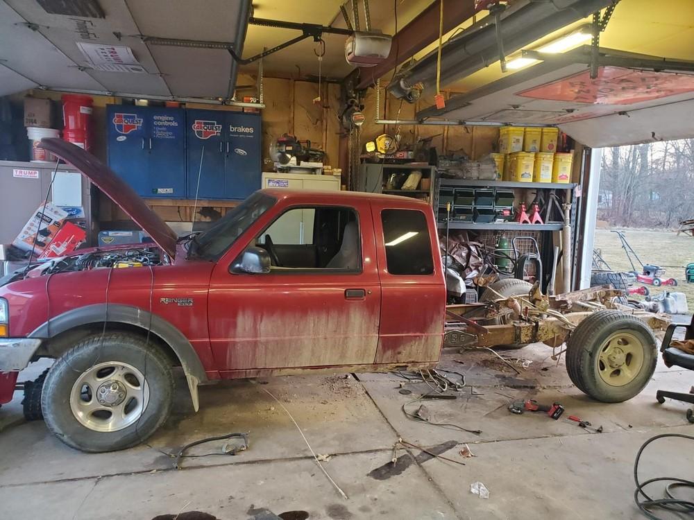 Người chế tạoGage Van lấy chiếc màu đỏ làm nửa trước