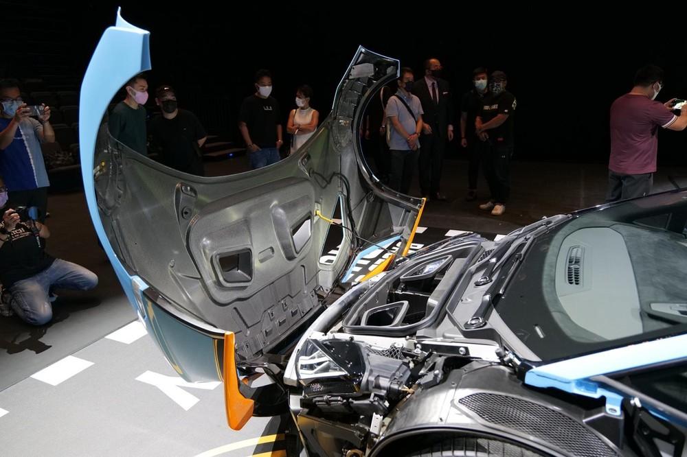 Khoang chứa đồ của Lamborghini Huracan STO chỉ đủ cho đựng bạt trùm xe