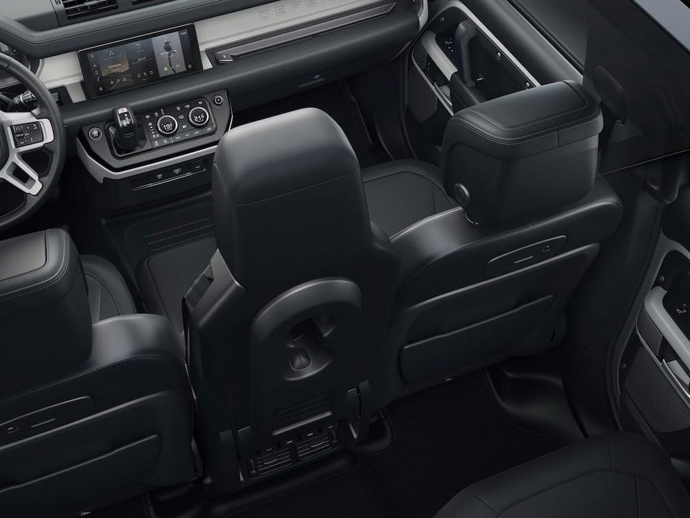 Land Rover Defender 90 với 3 chỗ ngồi ở hàng ghế trước