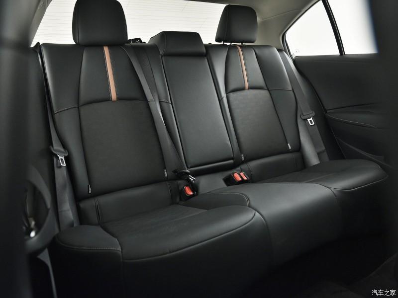 Nhờ chiều dài cơ sở tăng 50 mm so với Levin tiêu chuẩn, Toyota Levin GT 2021 có hàng ghế sau rộng rãi hơn