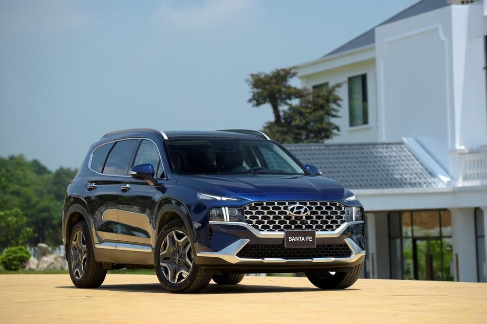 Nhờ sự xuất hiện của phiên bản mới, sức bán của Hyundai Santa Fe tăng ấn tượng giữa mùa sụt giảm.