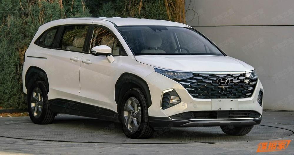 Hyundai Custo với lưới tản nhiệt màu đen