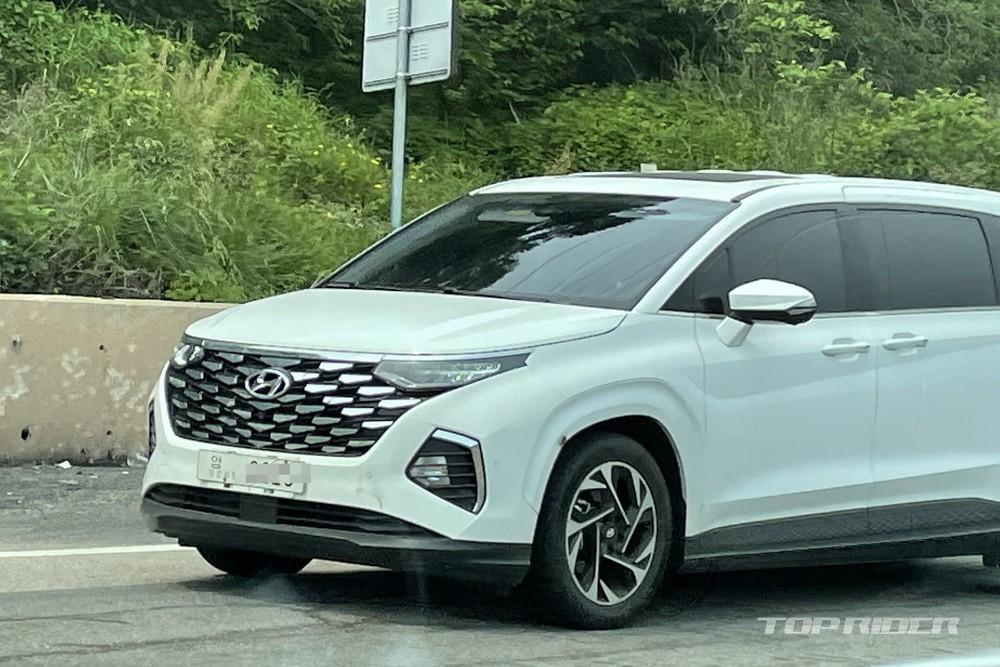 Hyundai Custo với lưới tản nhiệt mạ crôm