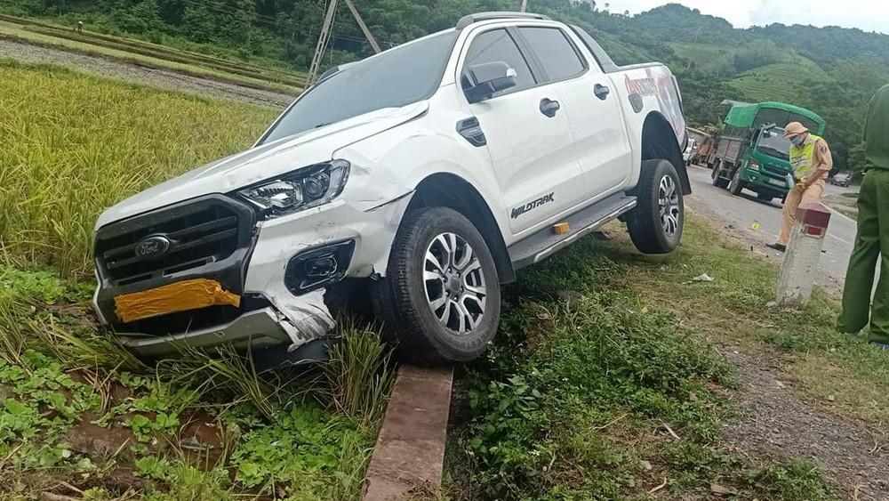 Chiếc Ford Ranger bị hư hỏng đầu xe sau vụ tai nạn