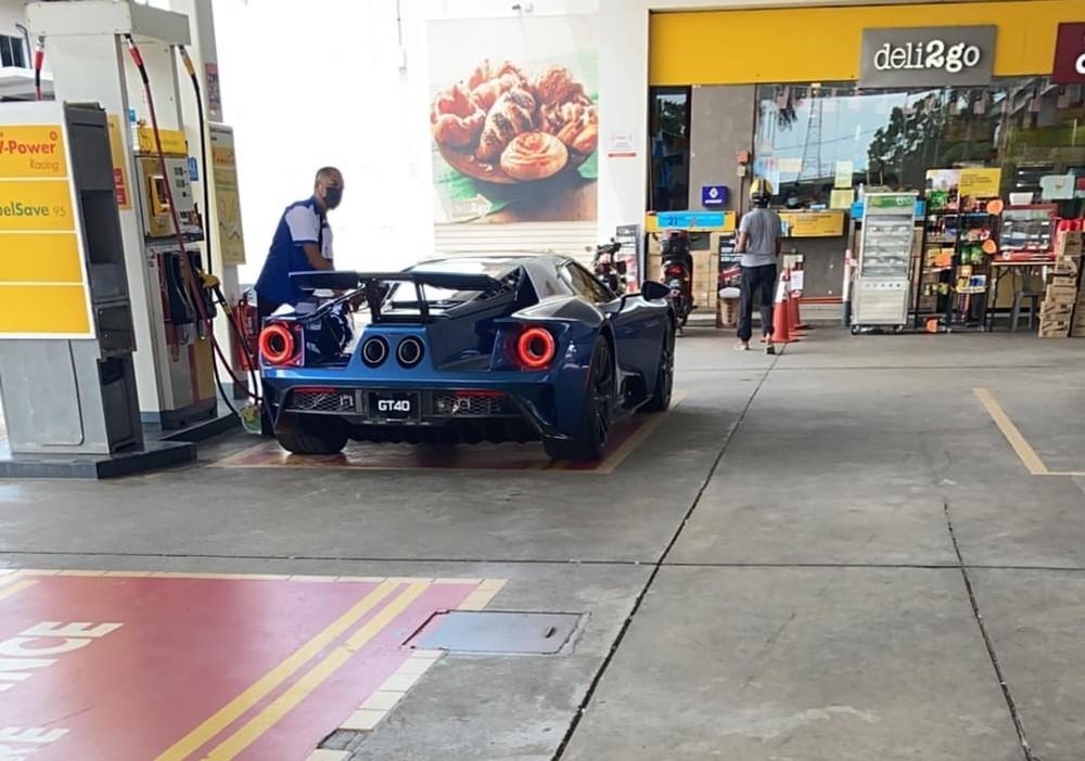 Cận cảnh nhan sắc siêu xe Ford GT của Hoàng tử Malaysia với biển số GT40