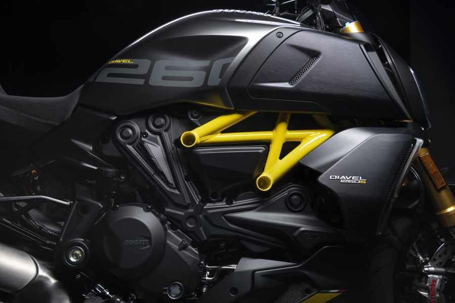 Bộ màu đặc biệt với khung vàng nổi bật trên Ducati Diavel 1260 S