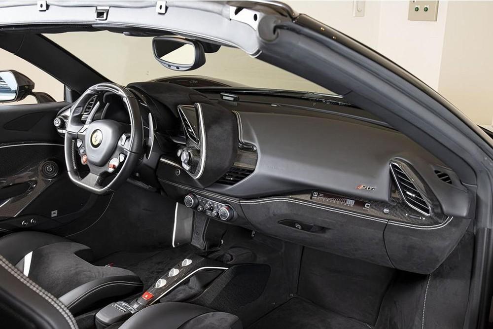 Nội thất của Ferrari J50