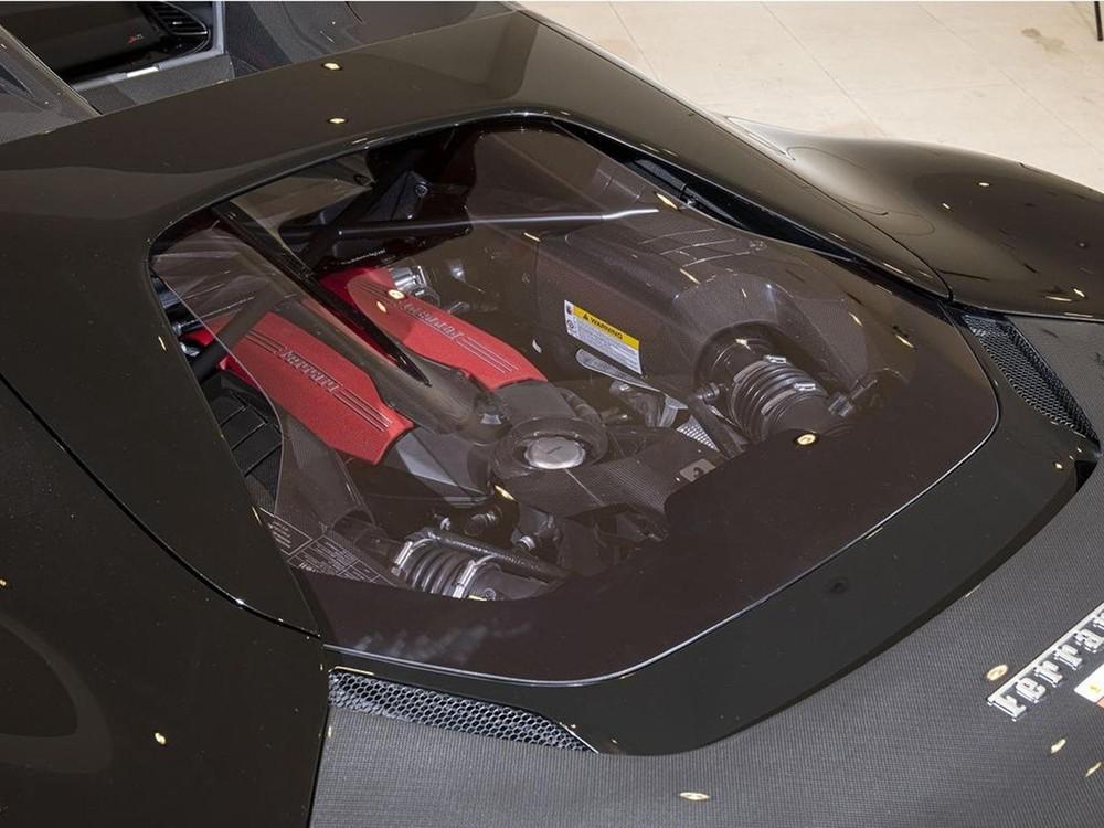 Động cơ của Ferrari J50