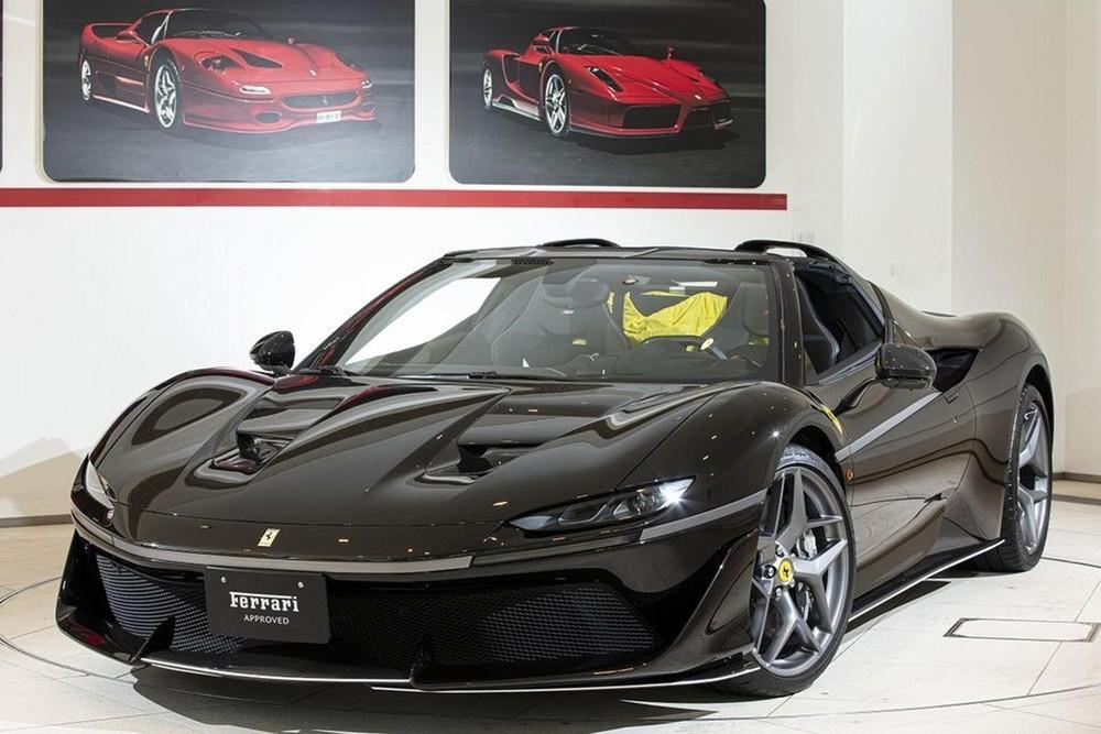 Phía trước của Ferrari J50