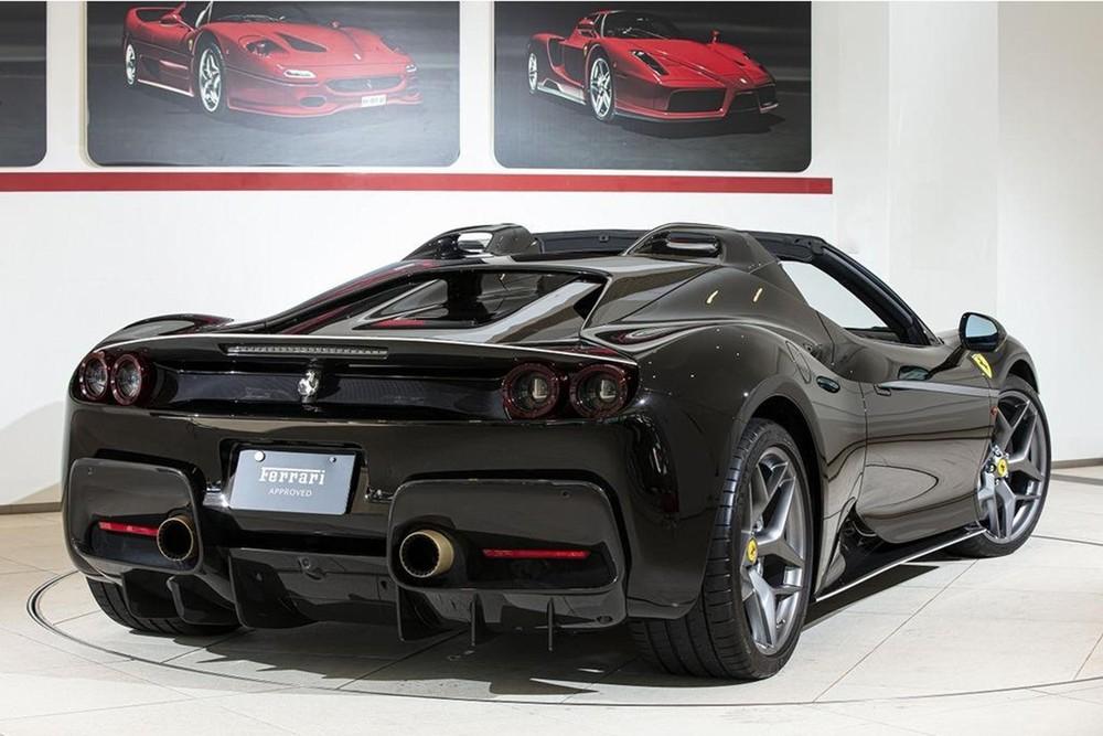 Phía sau của Ferrari J50
