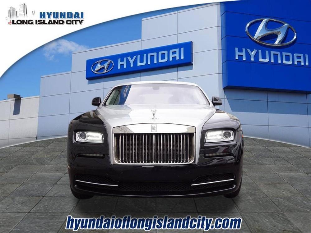 Không rõ vì lý do gì, chiếc Rolls-Royce Wraith này lại được đại lý Hyundai rao bán