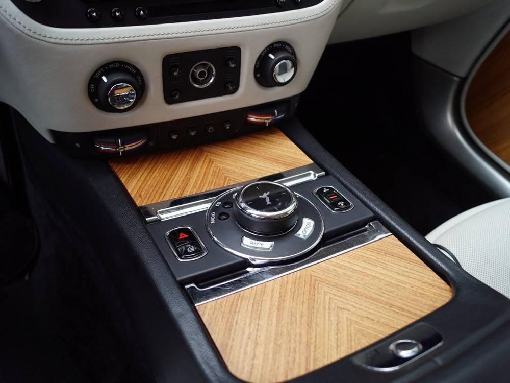 Rolls-Royce Wraith dùng động cơ V12 và hộp số tự động 8 cấp