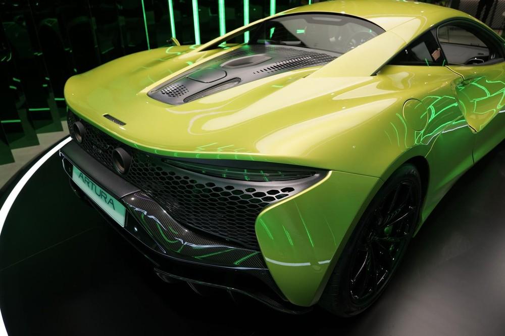 Lý do là các đại gia trong nước rất mê các phiên bản của hãng xe Anh quốc này. 3 sản phẩm nằm trong danh mục Supercars của McLaren đã có hơn 17 xe được mang về nước, trong đó, có đến tận 4 chiếc siêu xe giới hạn 765LT xuất hiện