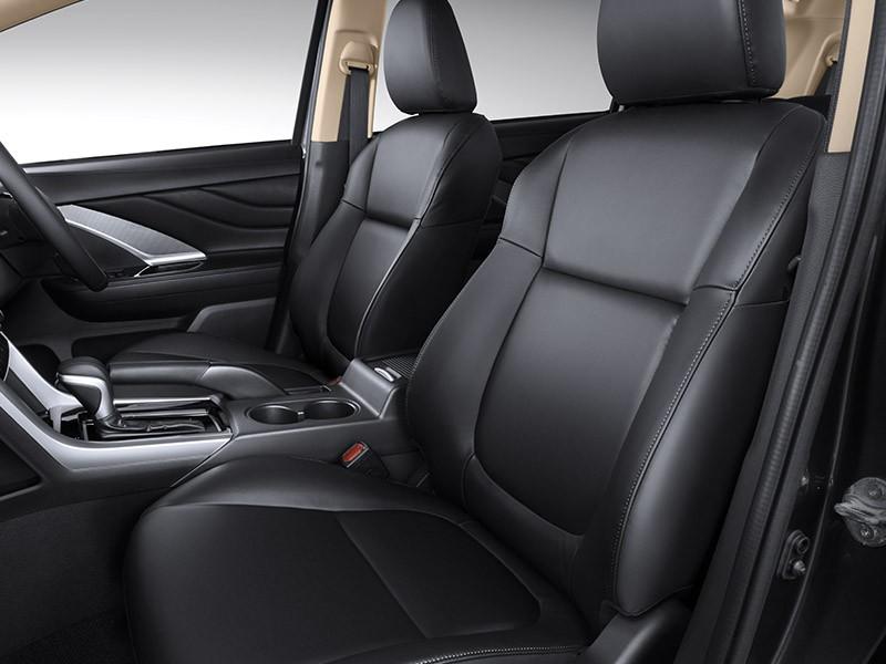 Nội thất bọc da màu đen của Mitsubishi Xpander Cross Rockford Fosgate Black Edition 2021
