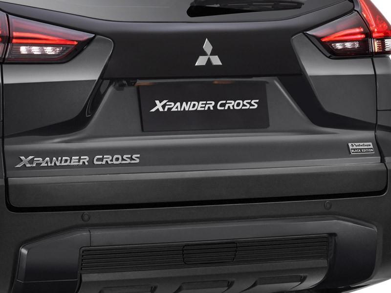 Mitsubishi Xpander Cross Rockford Fosgate Black Edition 2021 có màu sơn xám riêng