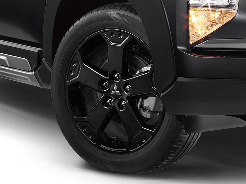 Vành 17 inch của Mitsubishi Xpander Cross Rockford Fosgate Black Edition 2021