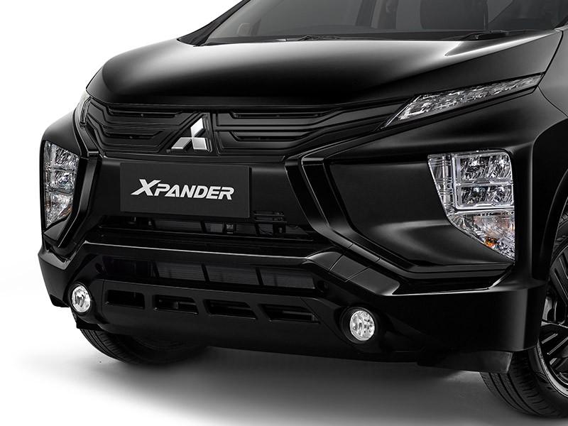 Đầu xe sơn màu đen tuyền của Mitsubishi Xpander Rockford Fosgate Black Edition 2021
