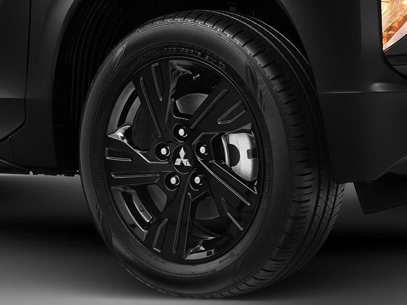 Vành sơn đen của Mitsubishi Xpander Rockford Fosgate Black Edition 2021
