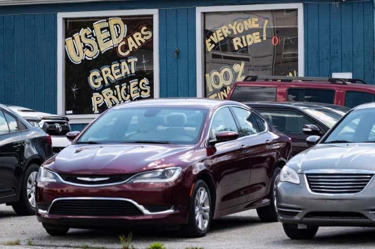 Giá xe cũ tăng