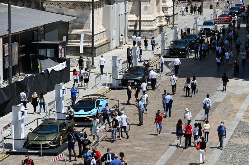 Những chiếc siêu xe Lamborghini được trưng bày trong triển lãm Ô tô Milano Monza 2021