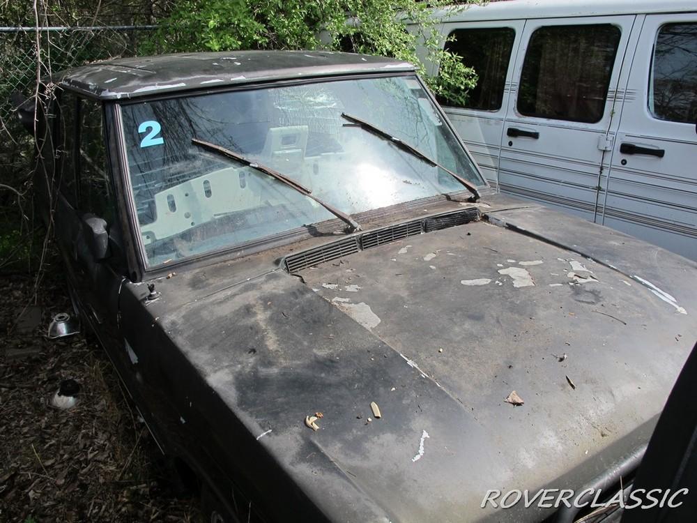 Những chiếc Range Rover bị phủ bụi