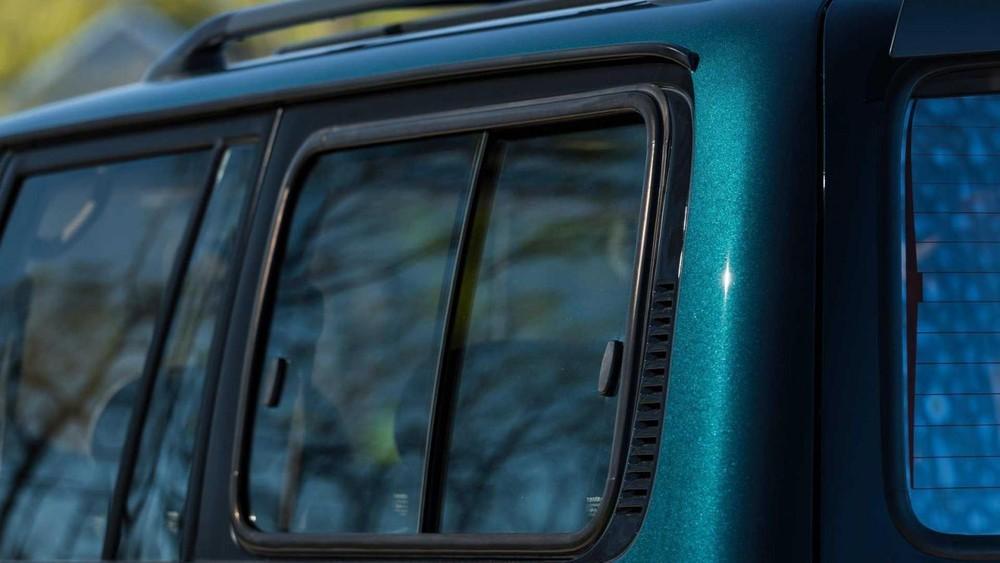 Cửa sổ khoang hành lý của chiếc Toyota Land Cruiser