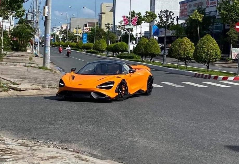 Siêu xe giới hạn McLaren 765LT trên đường phố Rạch Giá