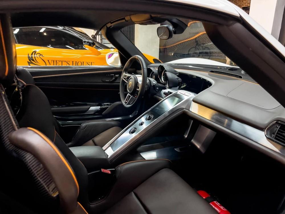 Nội thất của siêu xe Porsche 918 Spyder độc nhất Việt Nam