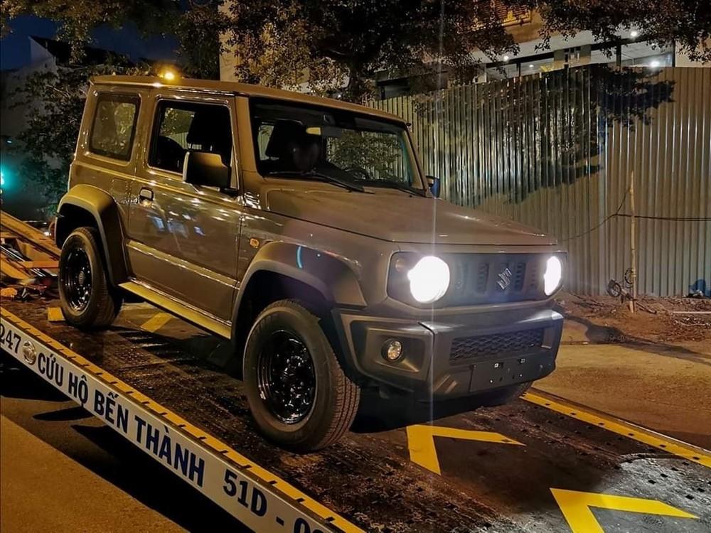 Vào năm 2020, một cơ sở tư nhân tại TP. Hồ Chí Minh từng nhập khẩu Suzuki Jimny từ Đức về để phân phối cùng giá bán lên tới 1,4 tỷ đồng.