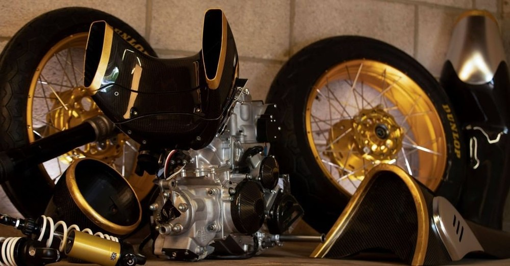 Loạt chi tiết mạ vàng 24k trên chiếc xe mô tô bạc tỷ