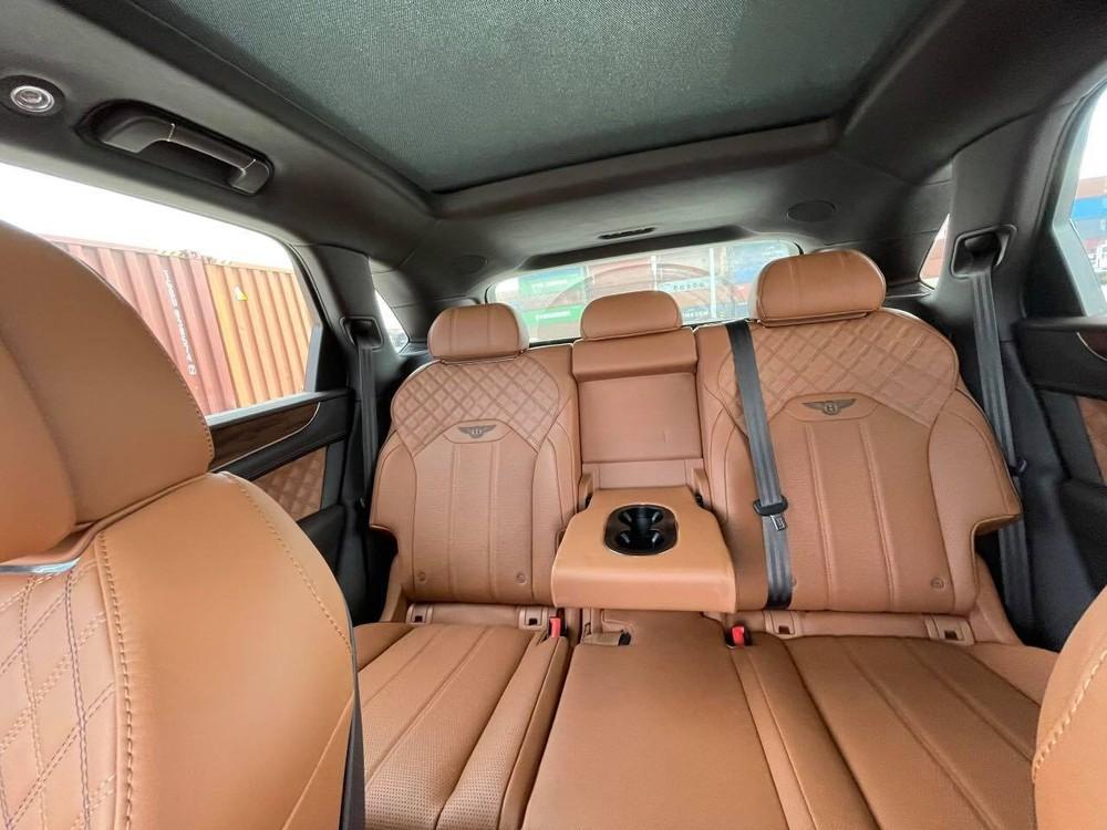 Nội thất xe Bentley Bentayga V8 First Edition