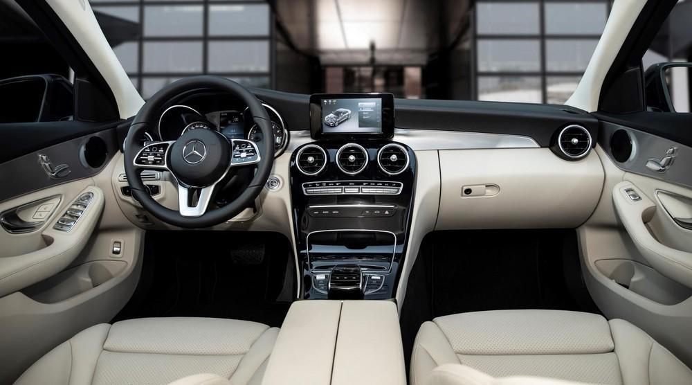 Nội thất của Mercedes-Benz C 180 AMG 2021