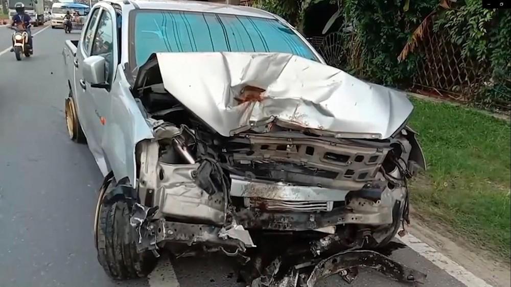 Chiếc xe bán tải Isuzu D-Max tại hiện trường vụ tai nạn