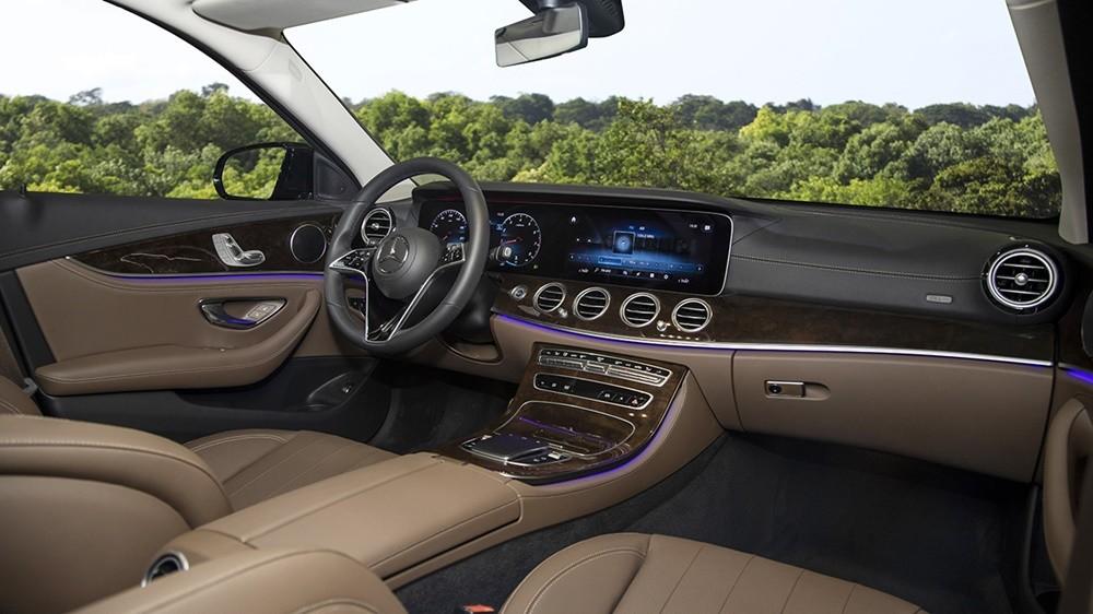 Thiết kế nội thất bên trong Mercedes-Benz E200 Exclusive 2021