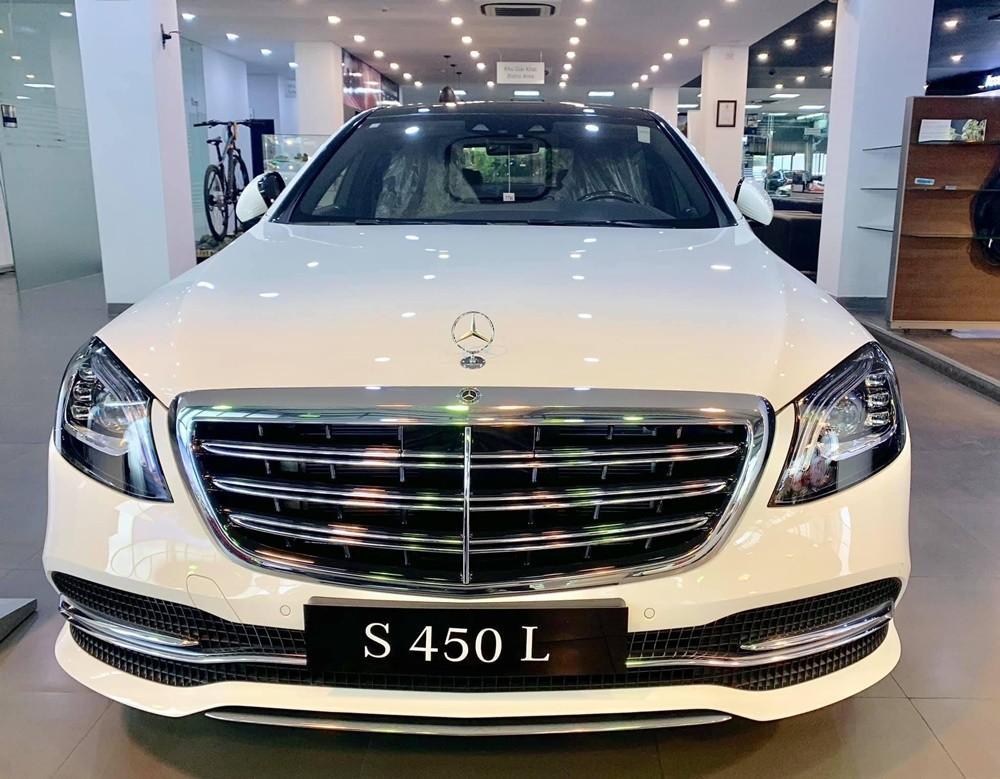 Mercedes-Benz S450 2021 sở hữu ngoại hình sang trọng.